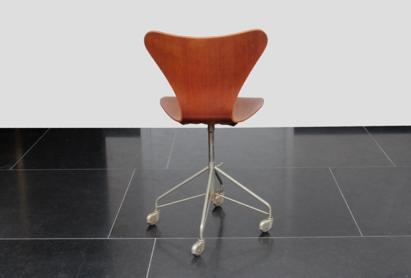 Arne Jacobsen Fritz Hansen Model 3117 Sevener chair 1955