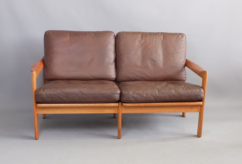 llum Wikkelso oak sofa produced by Eilersen, Denmark 1960's